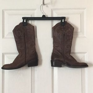 Wiskee, Cowboy Boots